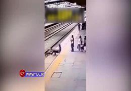 لحظه وحشتناک خود کشی زن جوان در ایستگاه راه آهن + فیلم