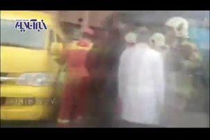 تصاویری دردناک از برخورد اتوبوس با ۳ دستگاه ون در ولنجک + فیلم