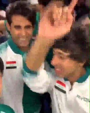لحظه شادی بازیکنان عراق  در اتوبوس + فیلم