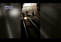 فیلمی از محل خودکشی دو دختر در متروی شهرری