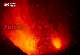 لحظه فوران آتشفشان آتنا + فیلم