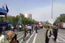 تصاویری از حمله تروریستی به رژه نیروهای مسلح در اهواز/ حمله در اولین دقایق شروعِ رژه انجام شده