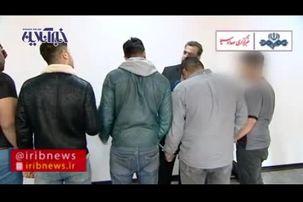 لحظه دستگیری اراذل و اوباش بنام خانی آباد+ فیلم
