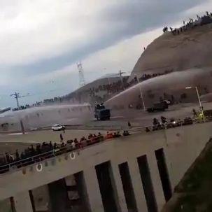 فیلم  لحظه درگیری هوادارن تراکتورسازی با نیروهای امنیتی